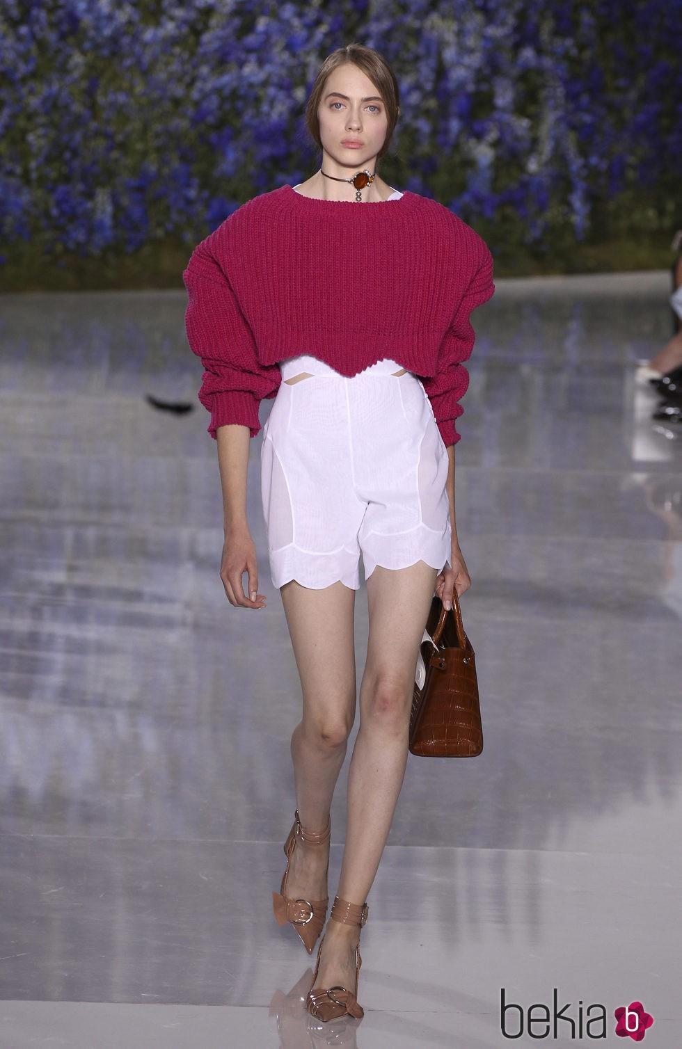 Jersey crop top fucsia de la colección primavera/verano 2016 de Dior en Paris Fashion Week