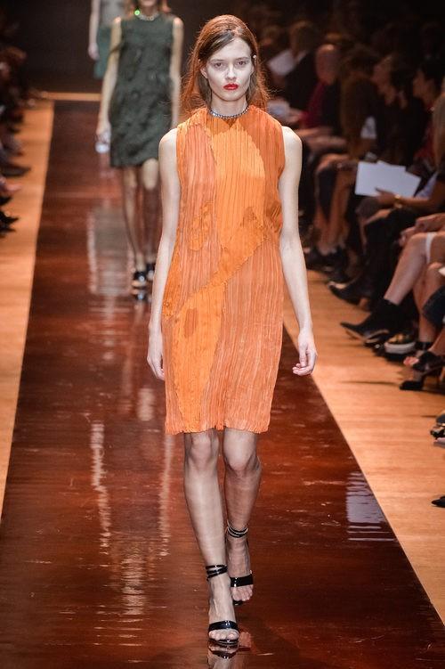Vestido naranja de la colección primavera/verano 2016 de Nina Ricci en Paris Fashion Week