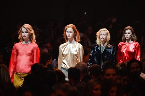 Carrusel de la colección de primavera/verano 2016 de Ninca Ricci en París Fashion Week