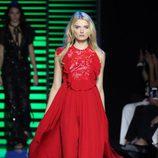 Vestido largo rojo de la colección de primavera/verano 2016 de Elie Saab en París Fashion Week
