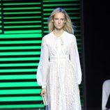 Vestido largo blanco de la colección de primavera/verano 2016 de Elie Saab en París Fashion Week