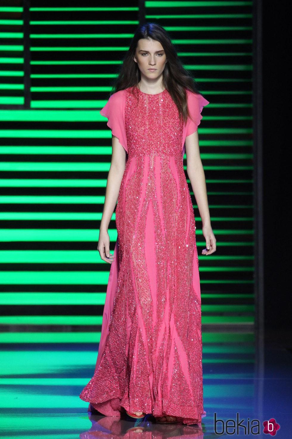 Vestido largo rosa de la colección de primavera/verano 2016 de Elie ...