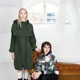 Los modelos Valentijn de Hingh y Hari Nef posan para la nueva colección cápsula de & Other Stories