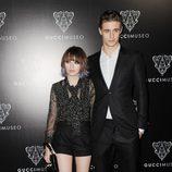 Max Irons y Emily Browning en la inauguración del Museo Gucci en Florencia