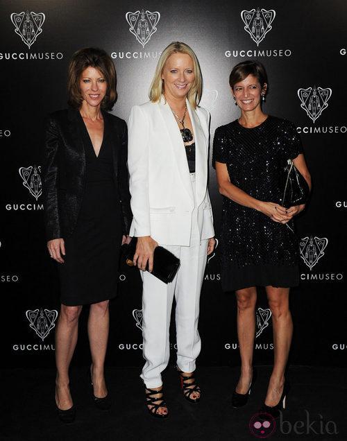 Robbie Myers, Linda Wells y Cynthia Leive en la inauguración del Museo Gucci en Florencia