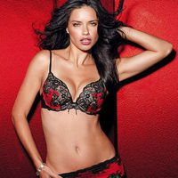 Adriana Lima explota su lado latino en la colección de lencería otoño 2011 de Victoria´s Secret