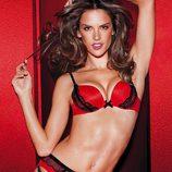 Alessandra Ambrosio posa muy sugerente para la colección de lencería otoño 2011 de Victoria´s Secret