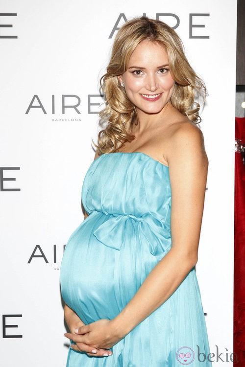 Alba Carrillo presume de embarazo en la presentación de la colección Aire Barcelona