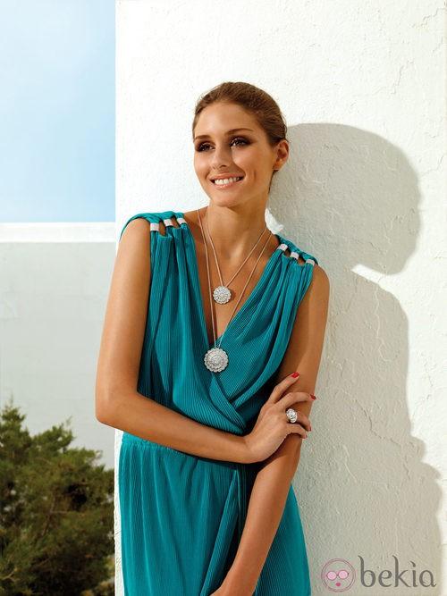 Olivia Palermo con pendientes de Afrodita y anillo de Atenea de 'Carrera y Carrera'