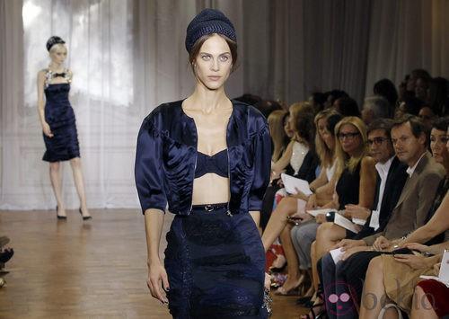 Conjunto azul marino de la colección primavera/verano 2012 de Nina Ricci en París
