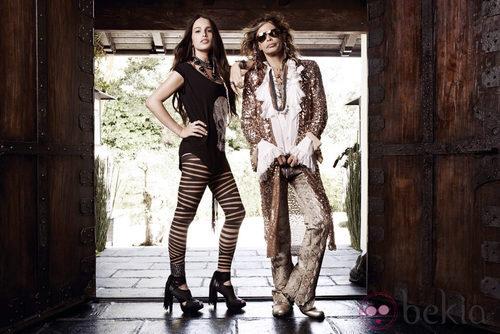 Steven Tyler y su hija Chelsea Tyler posan con la colección Andrew Charles