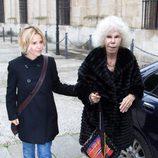 La duquesa de Alba con abrigo de piel