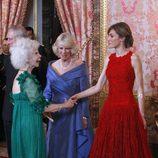 La duquesa de Alba junto a Letizia Ortiz y Camilla Parker Bowles