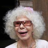 La Duquesa de Alba con gafas de sol con brillantes