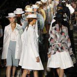 Cierre del desfile de John Galliano en París, colección primavera 2012