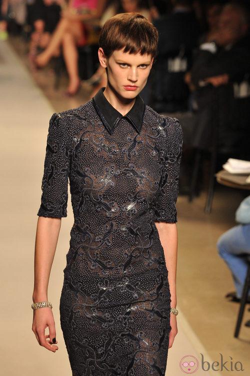Vestido negro con transparencias, de Loewe, colección primavera 2012