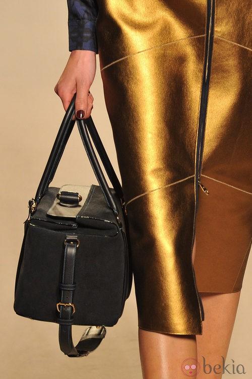 Detalle del bolso negro, de Loewe, colección primavera 2012