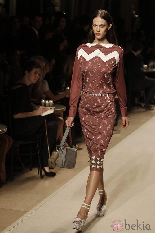 Vestido sesentero con mangas, de Loewe, colección primavera 2012