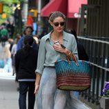 Olivia Palermo con maxi falda plisada en Nueva York