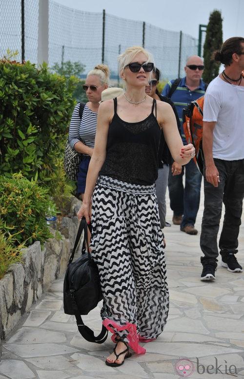 Gwen Stefani con maxi falda estampada en Cannes