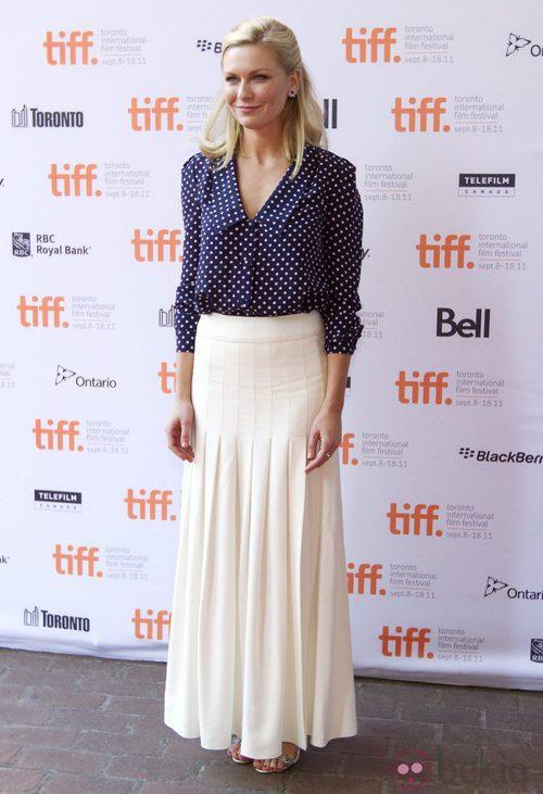 Kirsten Dunst con maxi falda de Chanel en Toronto