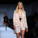 Karolina Kurkova desfilando para Christian Dior