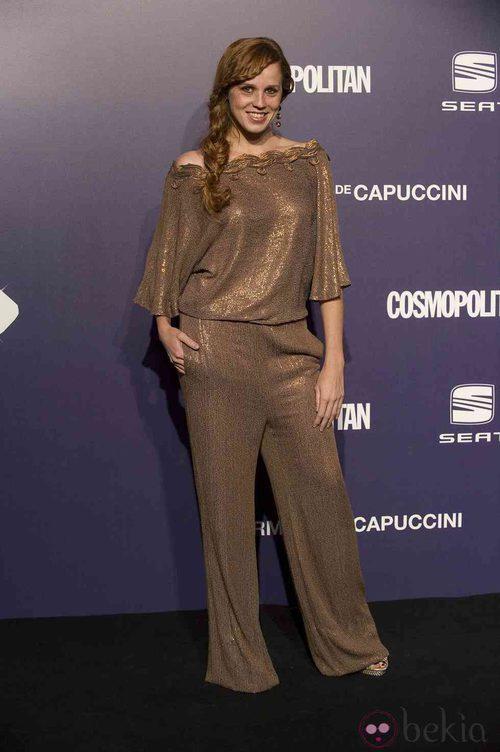 Estilismo de María Castro, con un jumpsuit dorado, en la Gala Cosmopolitan Fun Fearless Female 2011