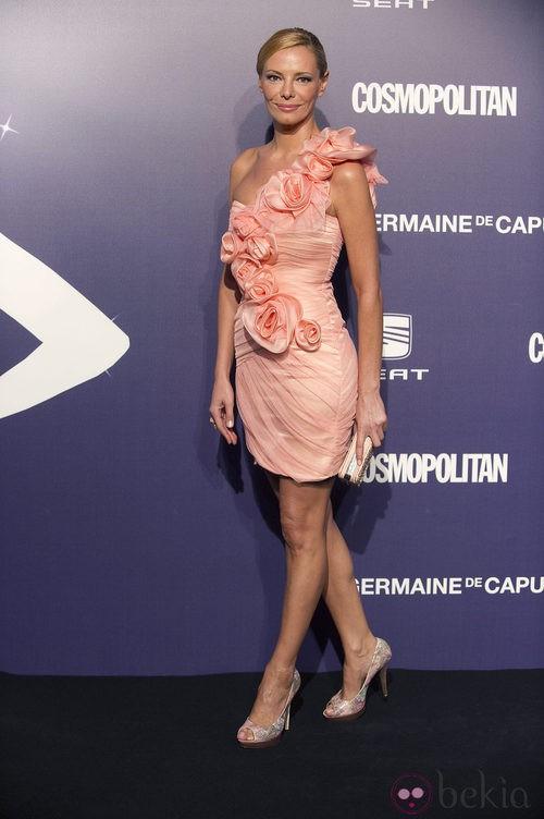 Estilismo de Paula Vázquez optó por el nude, en la Gala Cosmopolitan Fun Fearless Female 2011