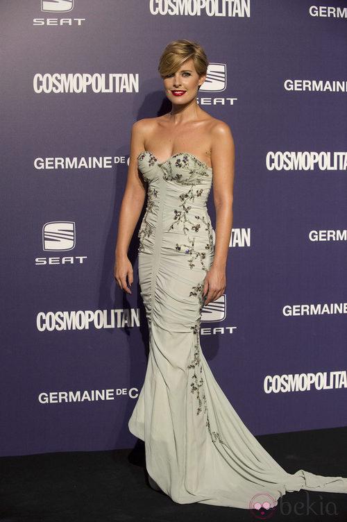 Estilismo de Tania Lladera, con un vestido de corte sirena, en la Gala Cosmopolitan Fun Fearless Female 2011
