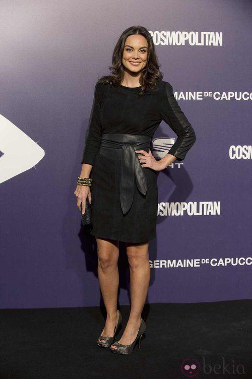 Estilismo de Mónica Carrillo, con un black total look, en la Gala Cosmopolitan Fun Fearless Female 2011