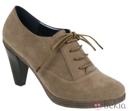 Zapatos de cordones camel de la colección otoño/invierno 2011/2012 de Alex Silva