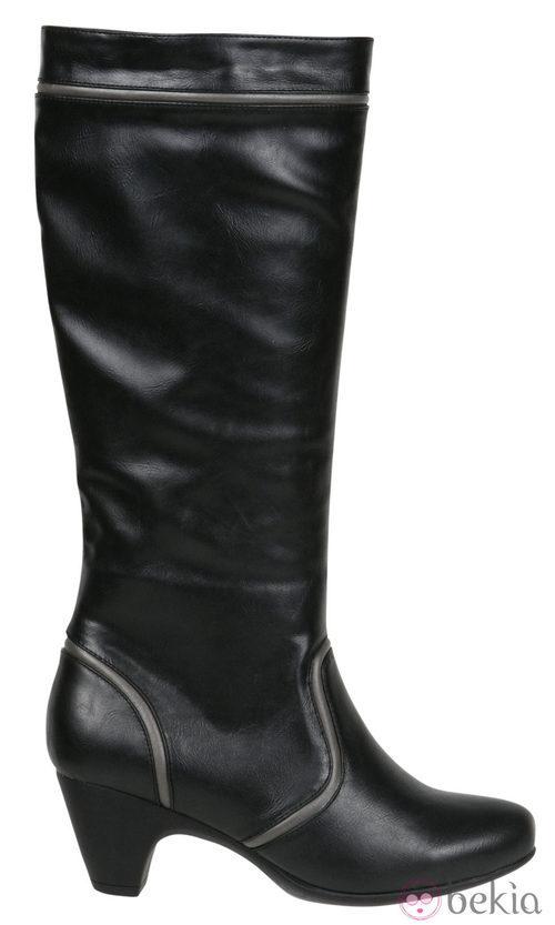 Bota alta de color negro de la colección otoño/invierno 2011/2012 de Alex Silva