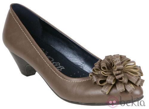 Zapatos taupe de la colección otoño/invierno 2011/2012 de Alex Silva