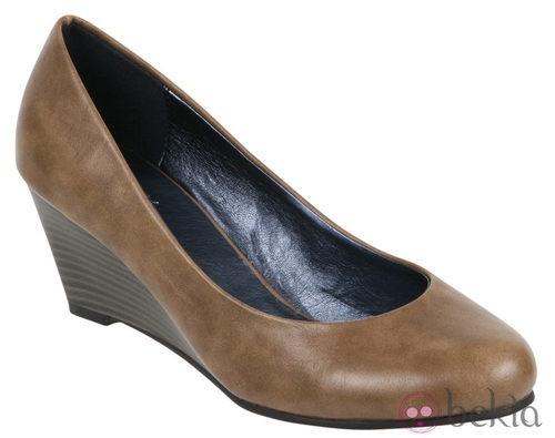 Zapato de salón con cuña de la colección otoño/invierno 2011/2012 de Alex Silva