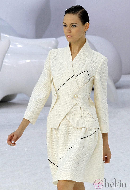 Traje dos piezas de Chanel, colección primavera 2012