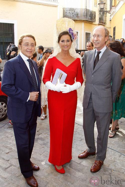 Looks Boda Duquesa: Carmen Tello con Victorio y Lucchino esperan a Alfonso Díez