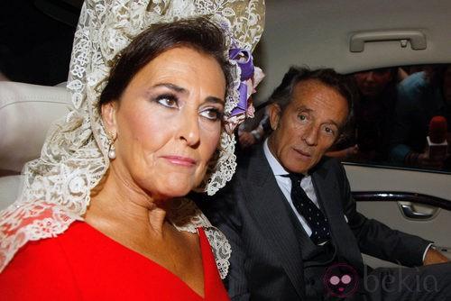 Looks Boda Duquesa de Alba: Carmen Tello y Alfonso Díez se dirigen al Palacio de las Dueñas