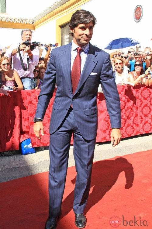 Looks Boda Duquesa de Alba: Fran Rivera viste traje gris y corbata burdeos
