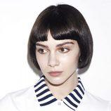 Polo blanco con cuello de rayas de la nueva colección Authentic de Fred Perry