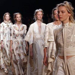 Colección primavera/verano 2016 Alexander McQueen Paris Fashion Week