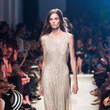 Vestido beige de la colección primavera/verano 2016 de John Galliano en Paris Fashion Week