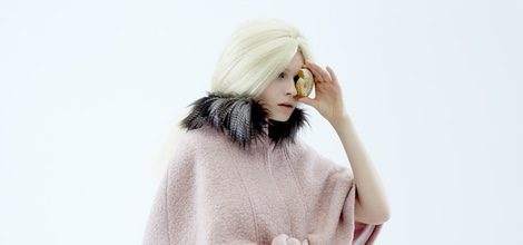 Abrigo rosa y leggins estampados de la nueva colección otoño/invierno 2015/2016 de Van-Dos