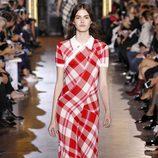 Vestido de cuadros de la colección primavera/verano 2016 de Stella McCartney en Paris Fashion Week
