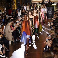 Carrusel de la colección de primavera/verano 2016 de Stella McCartney en París Fashion Week