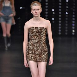 Vestido animal print de la colección primavera/verano 2016 de Yves Saint Laurent en Paris Fashion Week