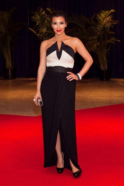 Kim Kardashian con un vestido Valentino en la Cena de Corresponsales de la Casa Blanca 2010