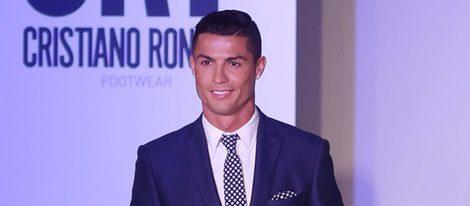 Cristiano Ronaldo ejerciendo de modelo en la presentación de su nueva colección de zapatos