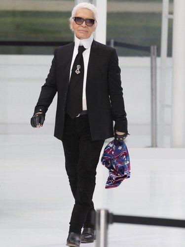 Karl Lagerfeld presenta su nueva colección primavera/verano 2016 en París Fashion Week