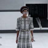 Vestido de cuadros de la nueva colección de Chanel primavera/verano 2016 en París Fashion Week
