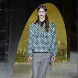 Pantalon y abrigo de cuadros de la colección primavera/verano 2016 de Miu Miu en Paris Fashion Week